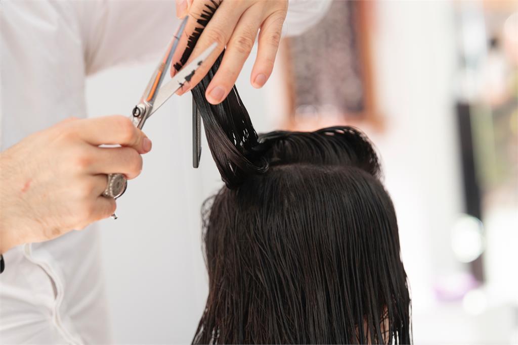 美國學校老師未經同意剪掉7歲女童頭髮 父親怒告學校求償2780萬元
