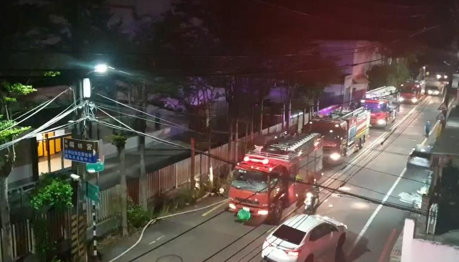 快新聞/高雄螺絲工廠晚間火警! 消防人員搶救中