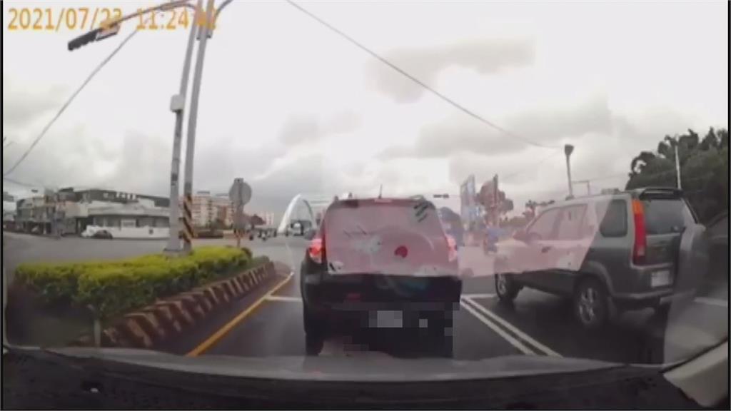 停等紅燈突暴衝撞前車! 肇事駕駛竟是業代