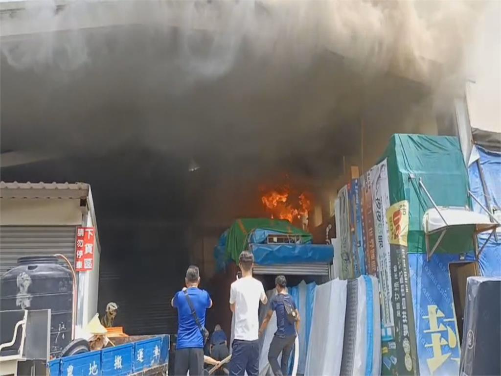 斗六鞋店冷氣機起火 火警險波及隔壁醫院