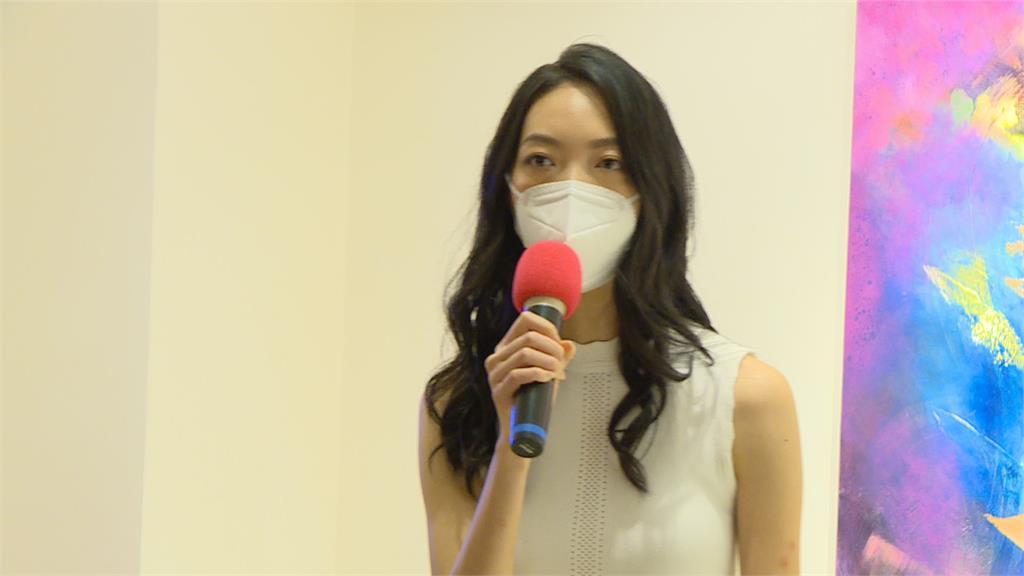 台塑第三代藝術家楊元寧舉辦畫展 王家人齊聚獻上祝福
