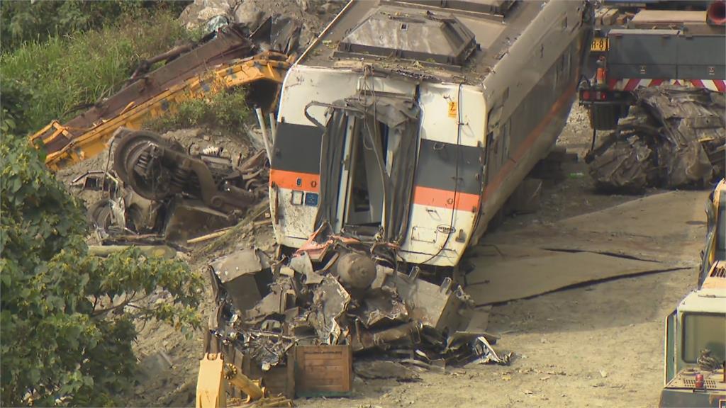 太魯閣號「誤點6分鐘」遭遇死劫 工程車未卡邊坡卻還翻落