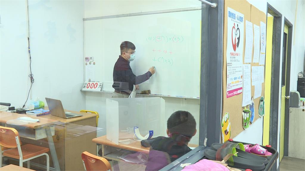 補習班有條件復課 孩子報到家長直呼鬆口氣