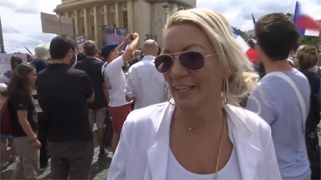 歐洲多國示威反疫苗 寶特瓶vs.催淚瓦斯 法國16萬人上街爆衝突