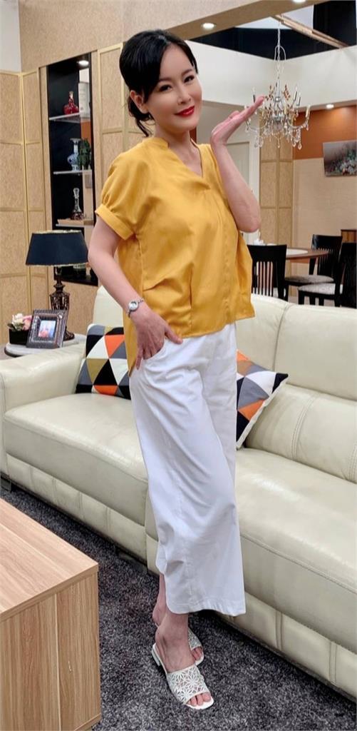 岳虹生日登場《黃金歲月》!樂收上千件衣服省治裝費