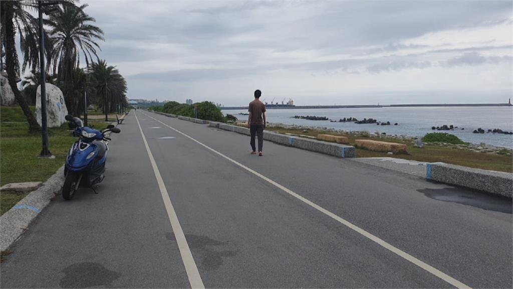 機車頻闖兩潭自行車道 警連開300張罰單