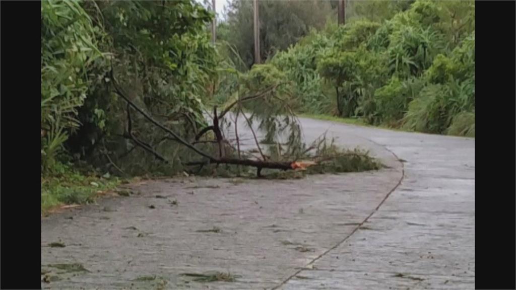 驚恐一夜!璨樹摧殘蘭嶼「停電、屋頂飛」 綠島漁船險沉沒