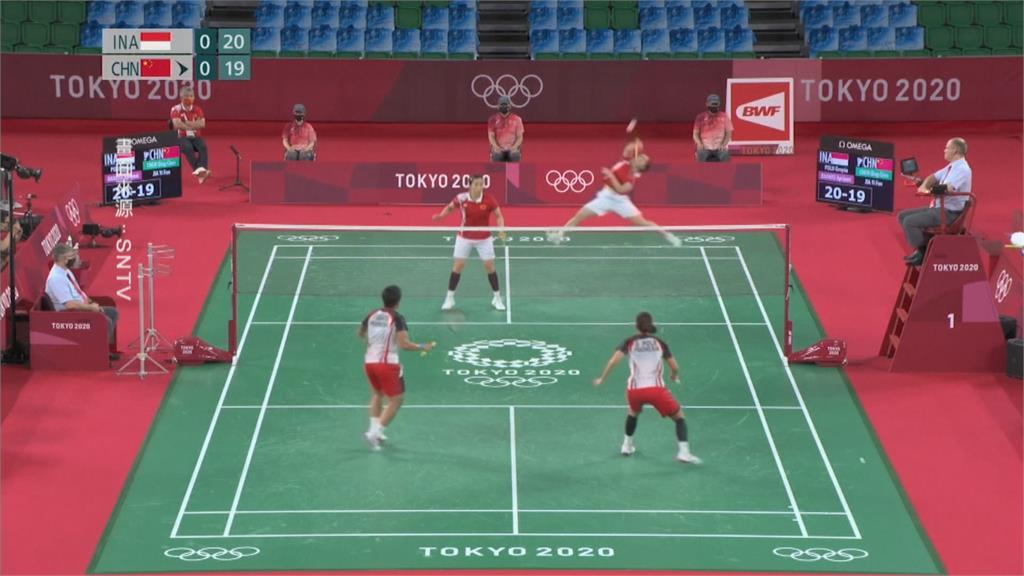印尼勇奪奧運羽球女雙金牌 爆粗口中國搭檔被慘電!