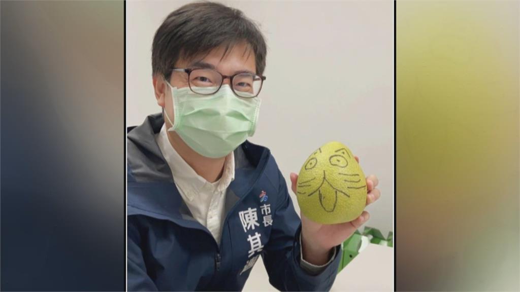 政治人物紛紛上傳柚子照 靠社群和民眾博感情