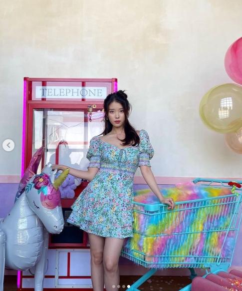 IU「撞衫」少時Tiffany 2美互尬「公主碎花洋裝」美暈網!