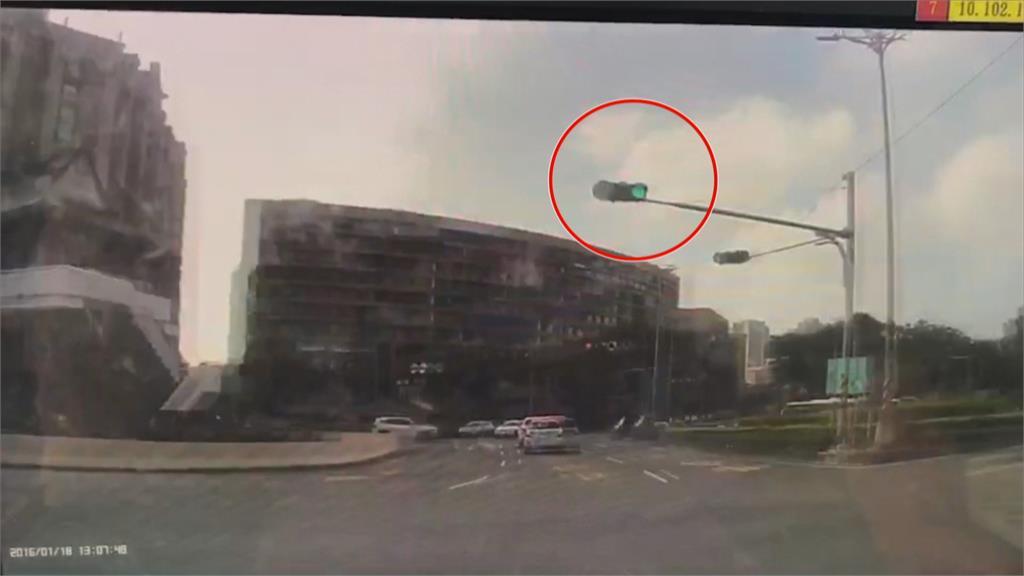 左營南門圓環號誌複雜 汽機車擦撞事故頻傳