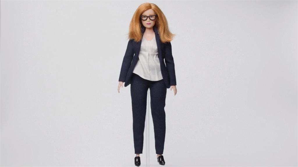 感謝牛津女教授研發AZ 專屬芭比娃娃問世