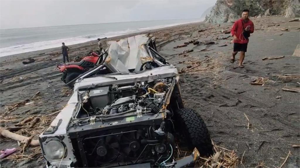 拋錨車主喊冤「未擋道」 重回現場多車成廢鐵