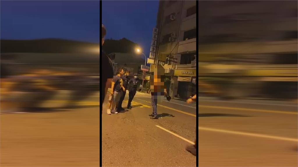 外籍男半夜揮刀追民眾 見警乖乖交出雙刀 員警...只將他勸離