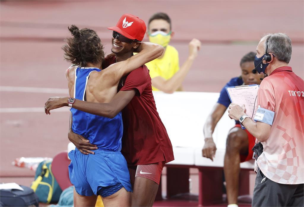 東奧/「可以一起得金牌嗎?」男跳高同摘金寫新頁 相擁慶祝體現奧運精神
