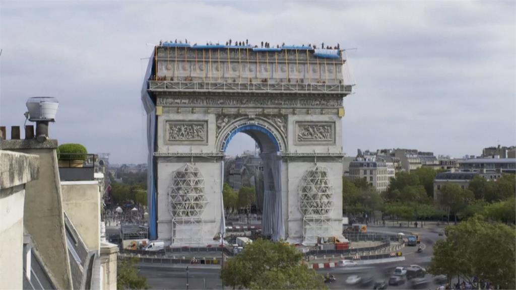 罩上酷炫銀白色外衣 巴黎地標凱旋門大改造