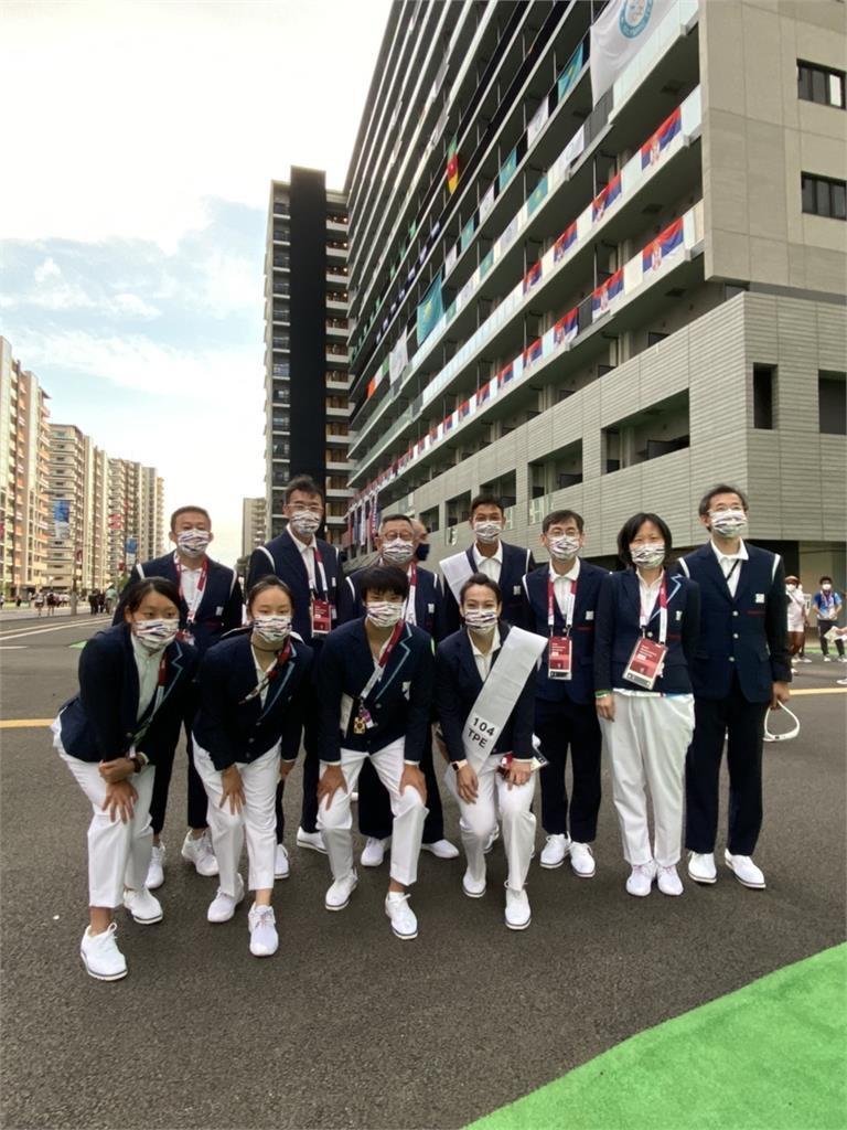 東奧/台灣隊11人參加開幕式 盧彥勳、郭婞淳正式服裝亮相(圖多)