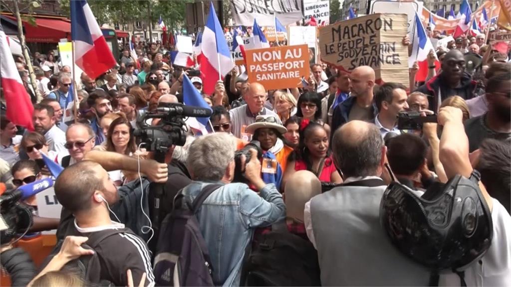 「健康通行證」侵害自由 法逾20萬人上街示威