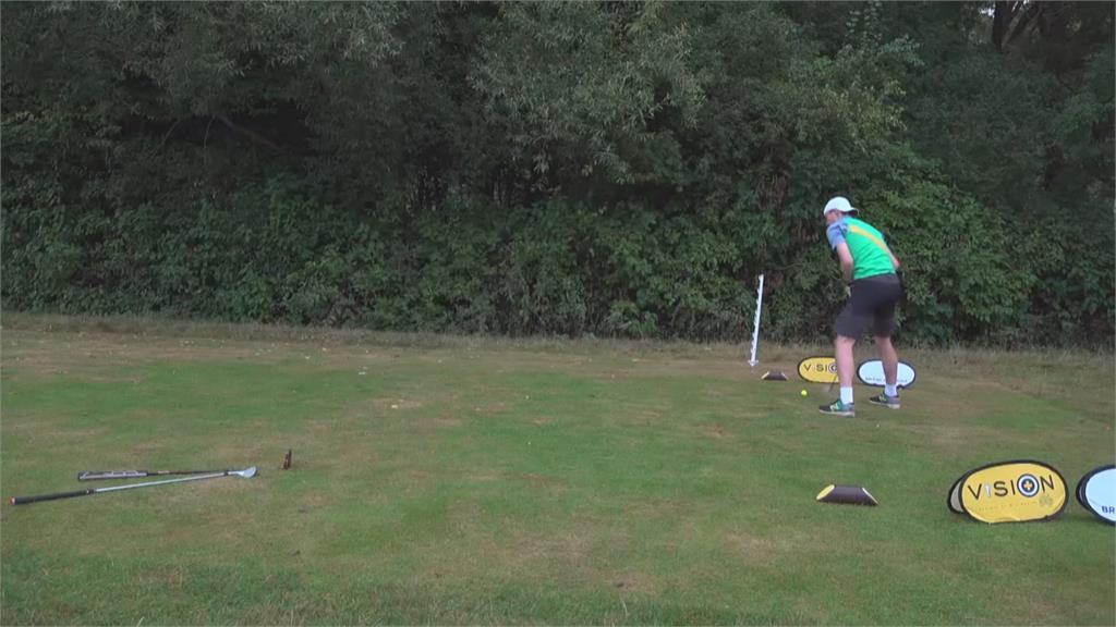 英國快速高爾夫 揹著球袋跑著打完18洞僅花38分鐘
