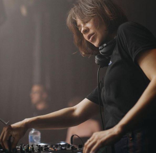 俄羅斯最美DJ竟是牙醫 冷豔美照讓177萬粉絲暴動:像電玩人物