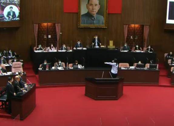 快新聞/蘇貞昌提國防稱不會像國民黨一樣不要臉 鄭麗文暴怒跳針喊:道歉!給我道歉!