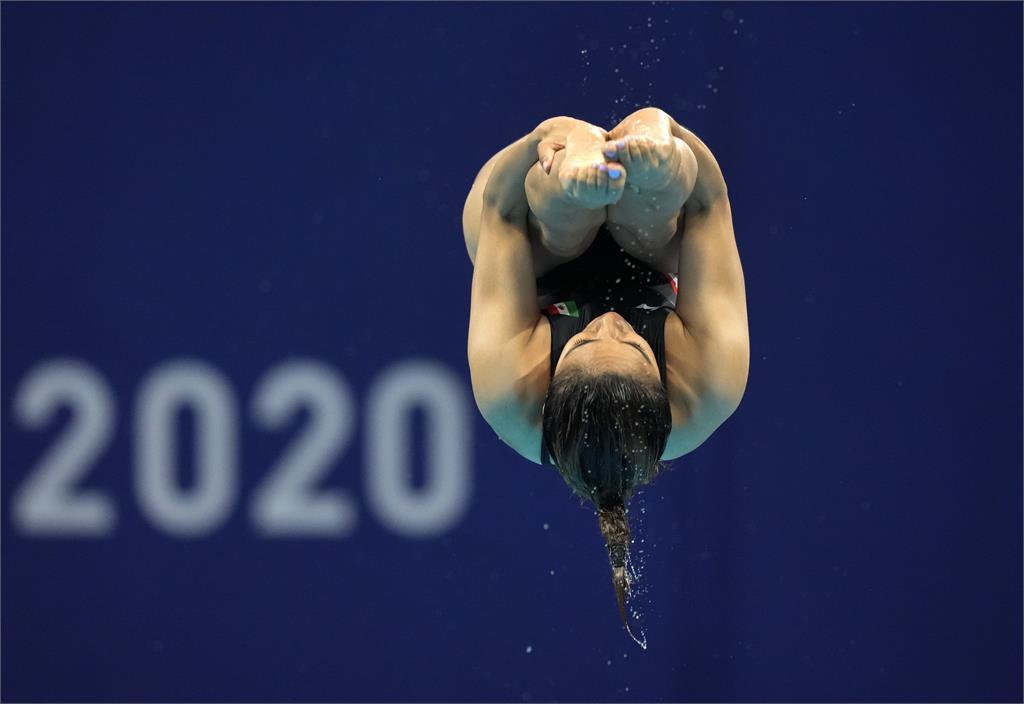 東奧/本屆最遺憾!墨西哥跳水女將「腳滑」落水得0分教練當場氣炸走人