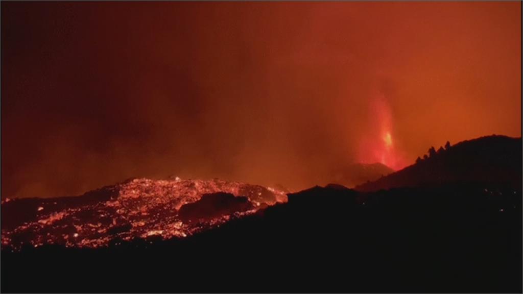 西班牙加納利群島火山持續噴發 高溫岩漿流動 恐持續數月