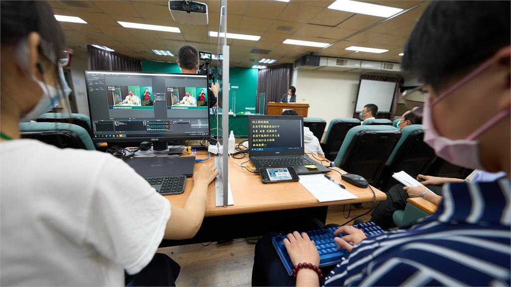 台南每天防疫記者會 黃偉哲1句話暖謝「幕後高手」