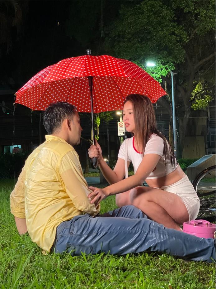 《黃金歲月》潘柏希跟賴慧如浪漫雨中相遇 賴慧如忘情差點曝光小底褲