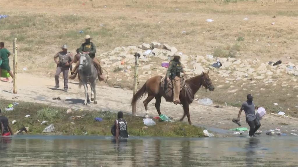 太難想像!警察騎馬驅趕美墨邊境難民 畫面太痛心引眾怒