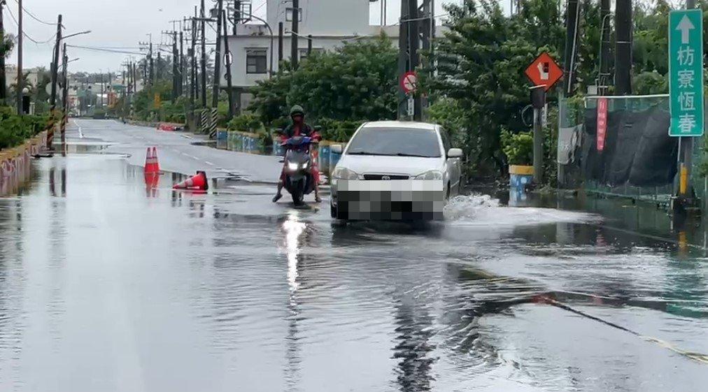 快新聞/屏東淹水未退!南部豪雨恐未歇 潘孟安:仍須注意安全