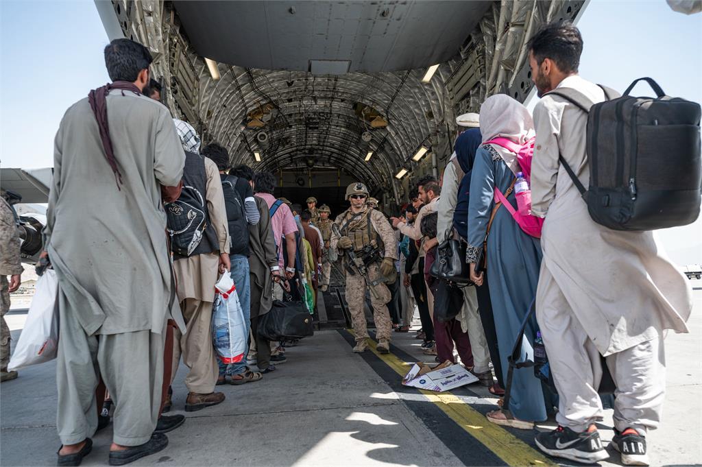 美軍撤軍期限不變!31日全面撤離阿富汗 塔利班新政策:禁女性出門
