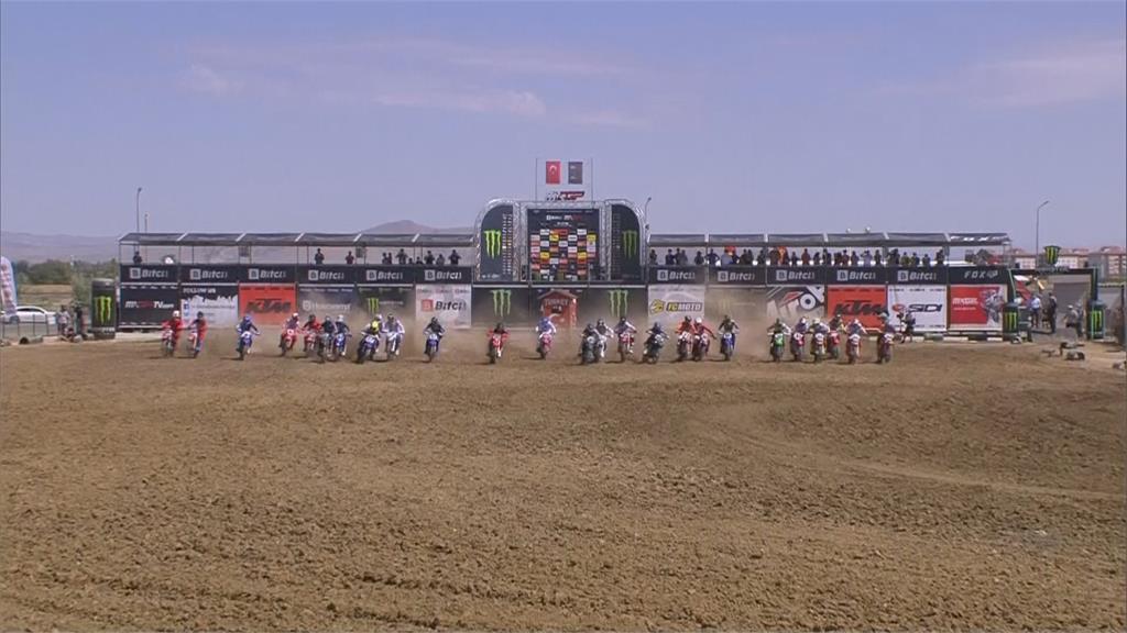 世界越野摩托車賽 泥巴地催油門拚速度