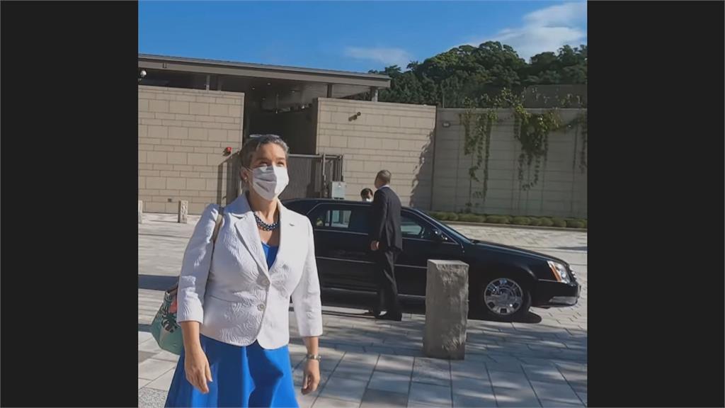 AIT新任處長孫曉雅 上任首日一襲藍洋裝現身