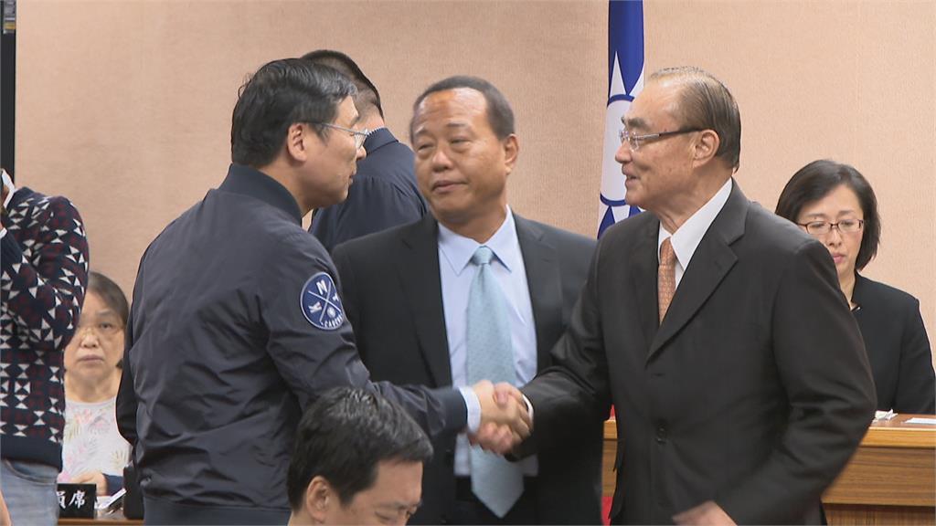 為失蹤飛官落淚 柏鴻輝出任國防部軍政副部長