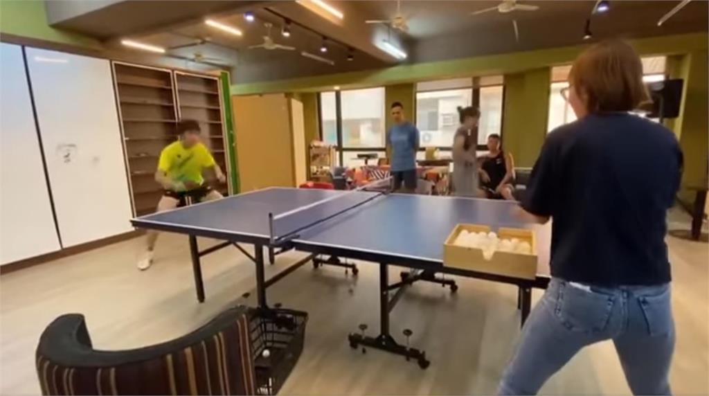 人體發球機!鄭怡靜教練竟是前奧運國手 餵球速度「像按到快轉」