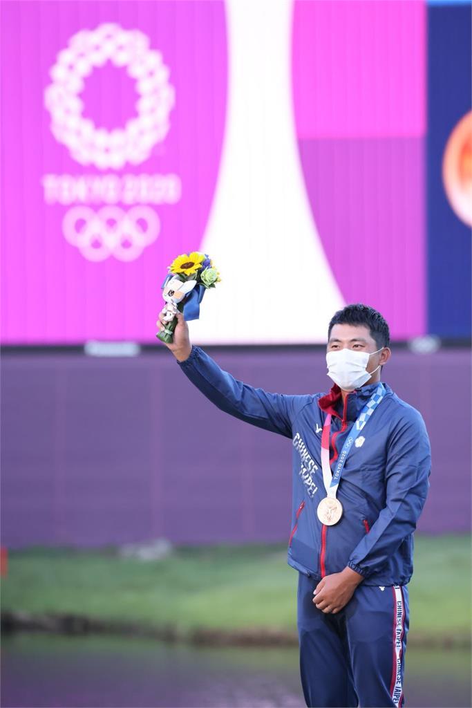 東奧/潘政琮奪台灣高球史「首面奧運銅牌」!遺憾父早逝:爸看到了嗎?