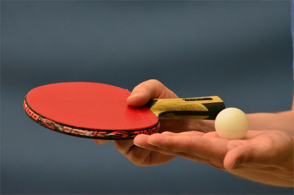 桌球選手都愛「2神秘動作」!內行人揭密「吹球拍+摸球桌」背後原因