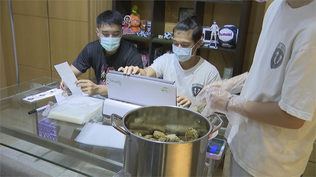 丹麥人挺台灣足球11年 賣肉丸籌錢 2天訂單破千