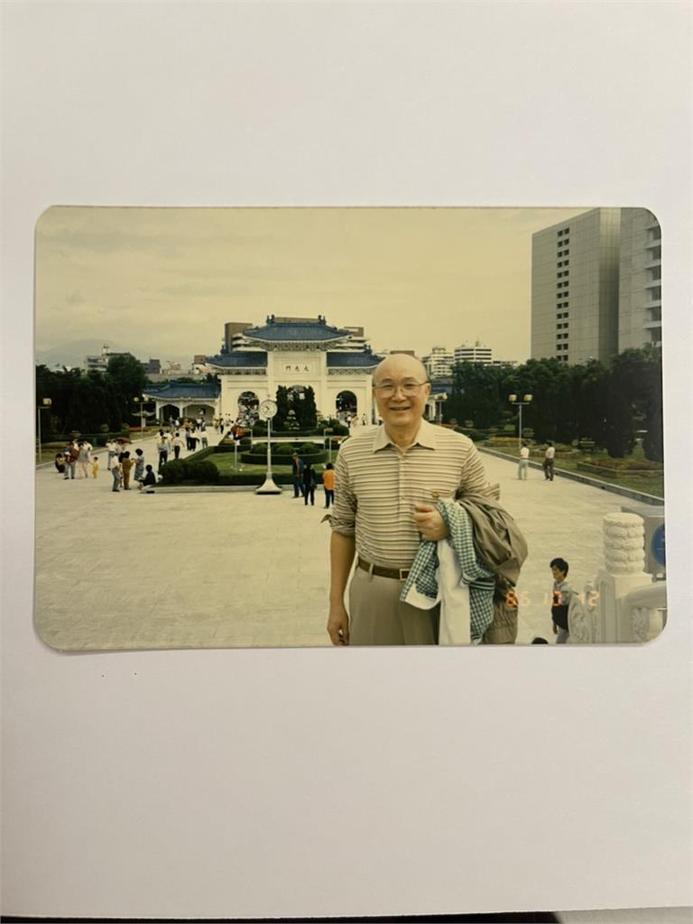 前總統府顧問陳土根辭世享耆壽97歲 律師陳玲玉撰文「爸爸的抽屜」緬懷