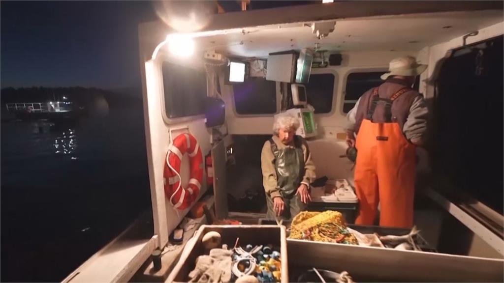 百歲龍蝦奶奶!活力充沛的101歲捕蝦手 堅定稱:退休時間在墓碑上
