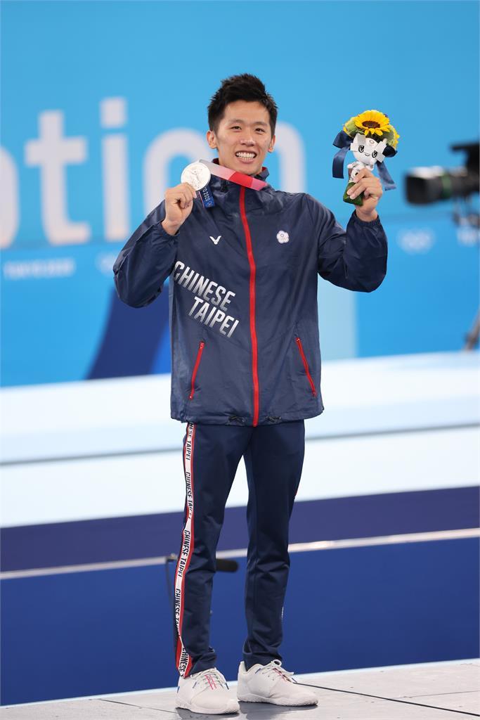 東奧/李智凱直播吸引破萬粉絲觀看 開箱奧運銀牌直呼:意外有份量!